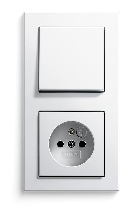E2 bílá, zásuvka s dětskou ochranou a vypínačem