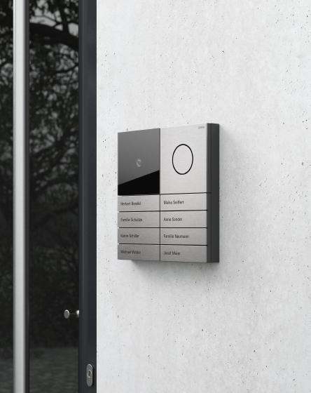 Gira-System-106-Galerie-Exterior-Tuerstation-Quadratisch-Edelstahl-444x560px_15298_1490693848