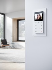 Gira-E2-flach-Rwgl-Wohnungsstation-Video-AP-Plus-Galerie-444x600px_15563_1498739203